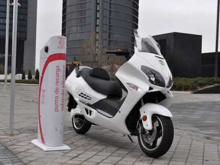 moto-electrica-recarga